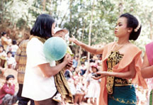 Tayuban: Dancing the Spirit in Java. © F Hughes-Freeland